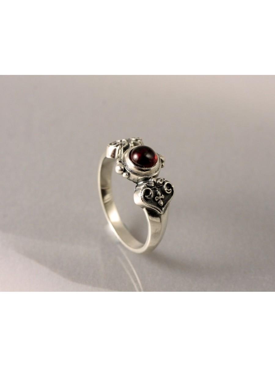 Köves keresztes szívlevél gyűrű