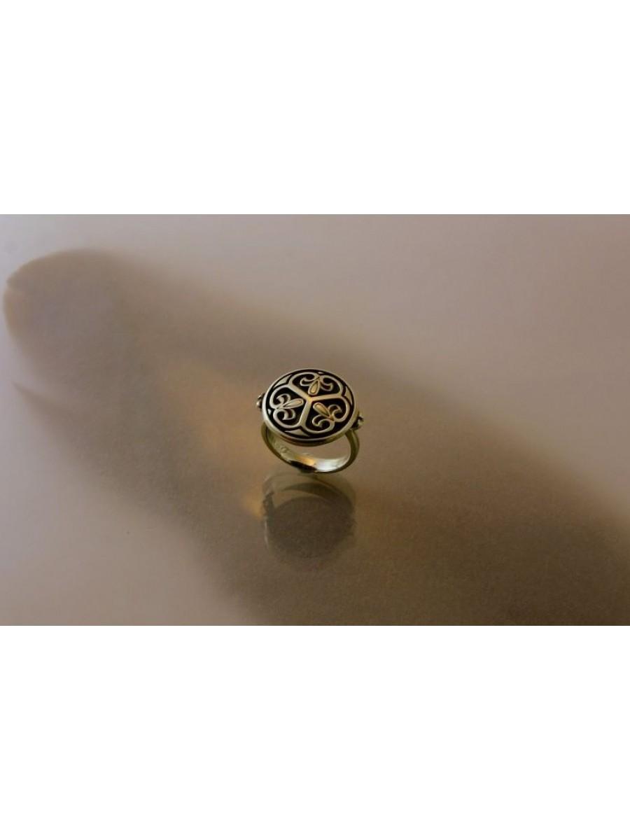 Keszthelyi hármaslevél gyűrű